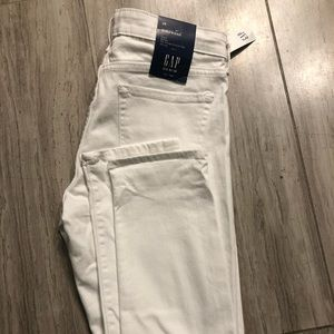 Brand new Gap white girlfriend jeans